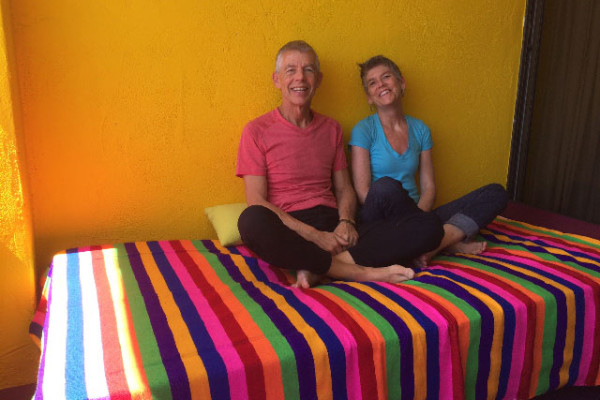 Tom and his sister Kate relax after a successful show in Scottsdale, AZ.